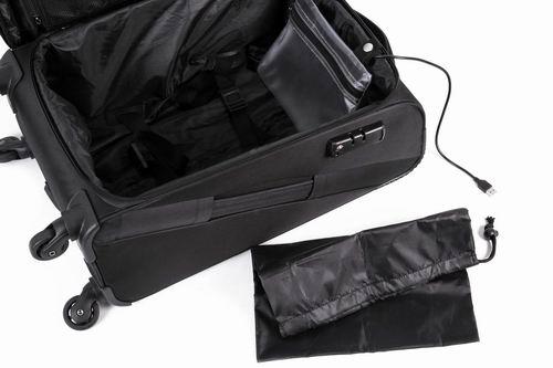 Kufr s výsuvnou rukojetí a konektorem na power banku